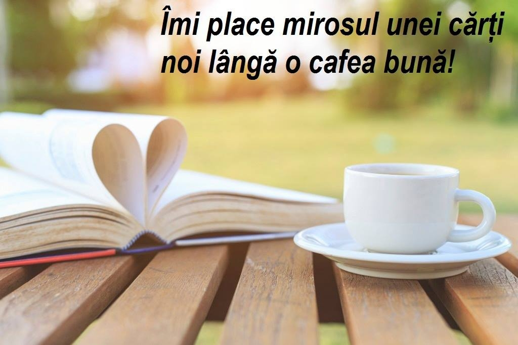 Mirosul cafelei lângă o carte bună