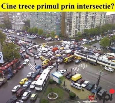 Cine trece primul prin intersectie?