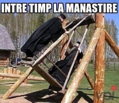 Ce se intampla la manastire